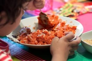 Juntar la salsa de tomate con las almendras.