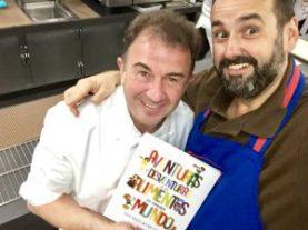 Martin Berasategui con los libros de cocina para niños